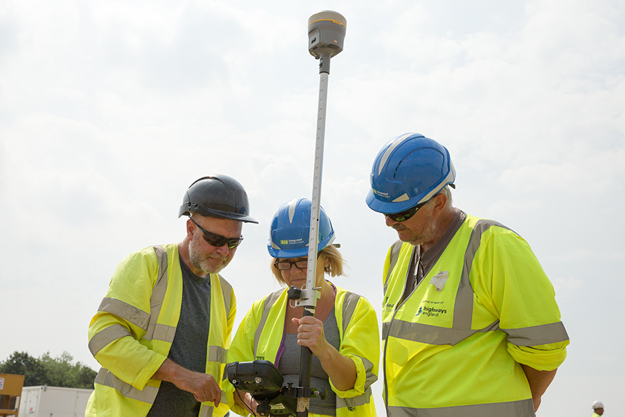 A14C2H Community Dig volunteer Carole learning to use a total station (c) Highways England, courtesy of MOLA Headland Infrastructure