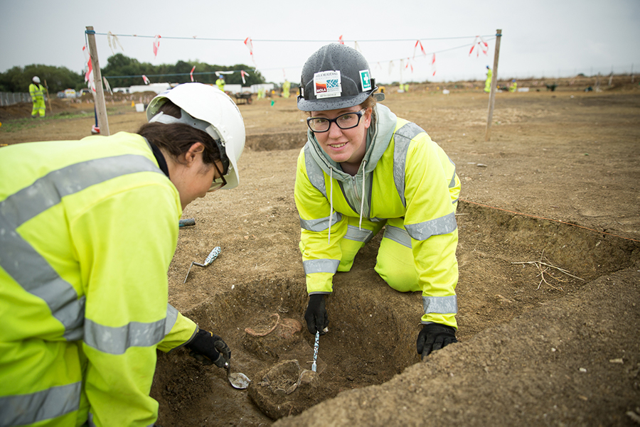 A14-COM-DIG-supervisor-Beth (c) Highways England, courtesy of MOLA Headland Infrastructure