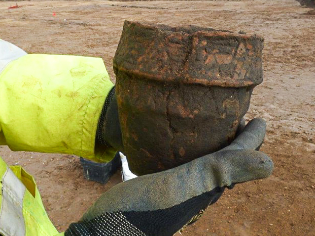 Complete Bronze Age collared urn (c) Highways England courtesy of MOLA Headland Infrastructure