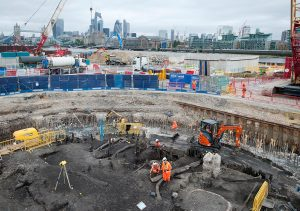 Archaeologists on the Tideway site at Chamber's Wharf (c) MOLA Headland Infrastructure