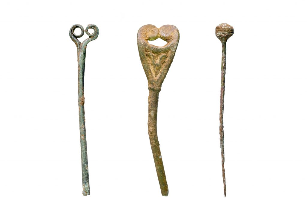 Anglo-Saxon pins discovered on A14C2H (c) Highways England courtesy of MOLA Headland