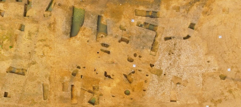 Aerial photo of A14 archaeological site (c) Highways England, courtesy of MOLA Headland Infrastructure